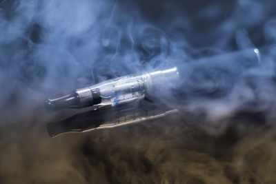 ई-सिगरेट में ऐसे रसायन होते हैं, जिनका निर्माताओं द्वारा खुलासा नहीं किया जाता