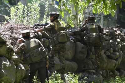 कश्मीर मुठभेड़ में 1 आतंकी ढेर