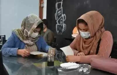 खुली हवा में सांस लेने वाले अफगानिस्तान की नई पीढ़ी को क्या तालिबान साध लेगा?