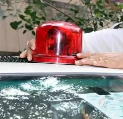 कोलकाता पुलिस ने बीकन लाइट के इस्तेमाल पर लगाई रोक