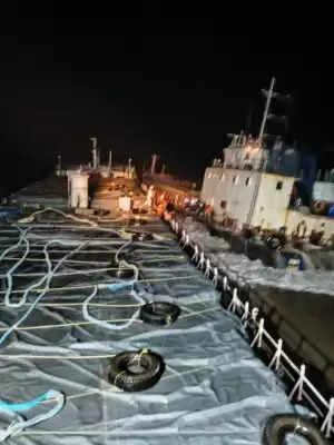 गुजरात तट पर फंसे मालवाहक जहाज एमवी कंचन के 12 चालक दल को बचाया गया