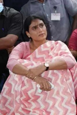 तेलंगाना में बेरोजगारों के लिए 10 घंटे के अनशन पर बैठीं शर्मिला