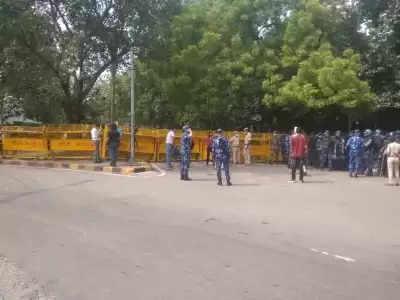 किसानों के विरोध को देखते हुए जंतर-मंतर पर बहुस्तरीय सुरक्षा इंतजाम बढ़ाया गया