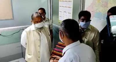 हरियाणा के गृह मंत्री ने अनियमितताओं के आरोप में 2 अधिकारियों को किया निलंबित