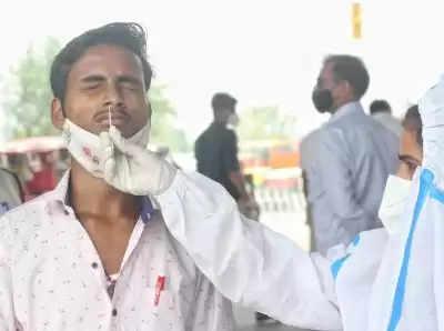 भारत में 24 घंटे में कोरोना से 374 लोगों की मौत, पिछले 4 महीने में बढ़ी गिरावट