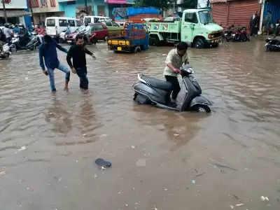 तेलंगाना के 16 जिलों में भारी बारिश के कारण बाढ़
