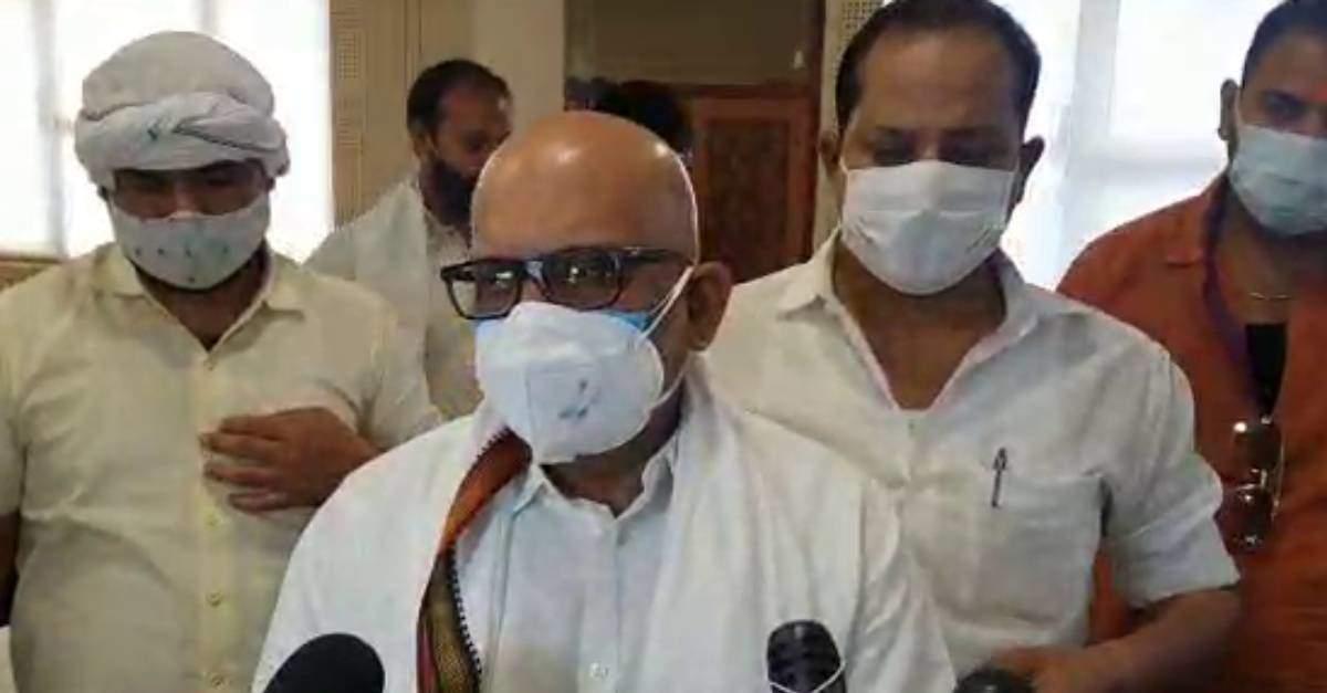 लोगों के पैर पकड़कर, हाथ जोड़कर सहयोग करें, ना कि मारने के लिये दौड़ाएं मंत्री : अजय राय