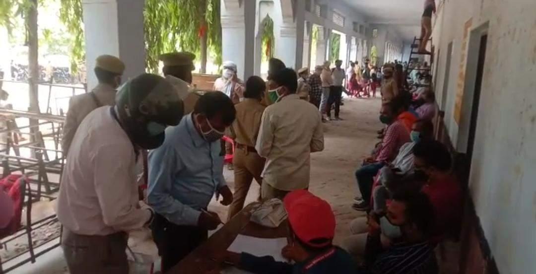 त्रिस्तरीय पंचायत चुनाव : कड़ी सुरक्षा के बीच हरहुआ ब्लॉक में हो रही रिकाउंटिंग