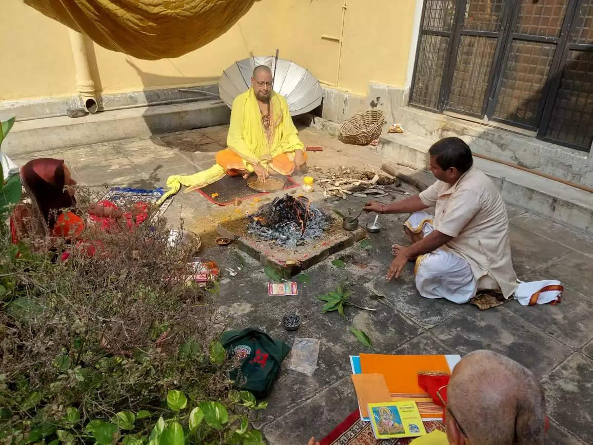 हवन पूजन से सम्पूर्ण वातावरण शुद्ध और औषधियुक्त हो जाता है- कुलपति प्रो हरेराम त्रिपाठी
