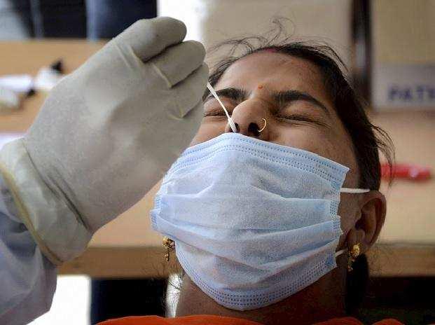 वाराणसी में शनिवार को कोरोना के 1765 मरीज मिले, 1598 लोग हुए स्वस्थ, 15 की मौत