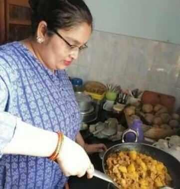 बिहार: पटना की 2 बहनें संक्रमित परिवारों को मुफ्त पहुंचाती हैं खाना