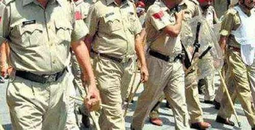 Police-raid-in-Cholapur