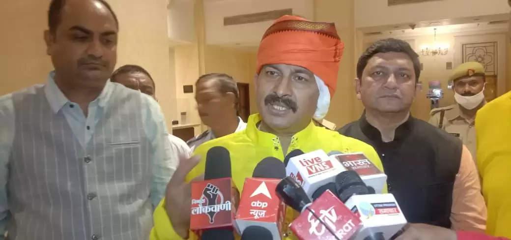 वाराणसी पहुंचे सांसद मनोज तिवारी, दिल्ली के CM केजरीवाल को बताया संस्कृति विरोधी