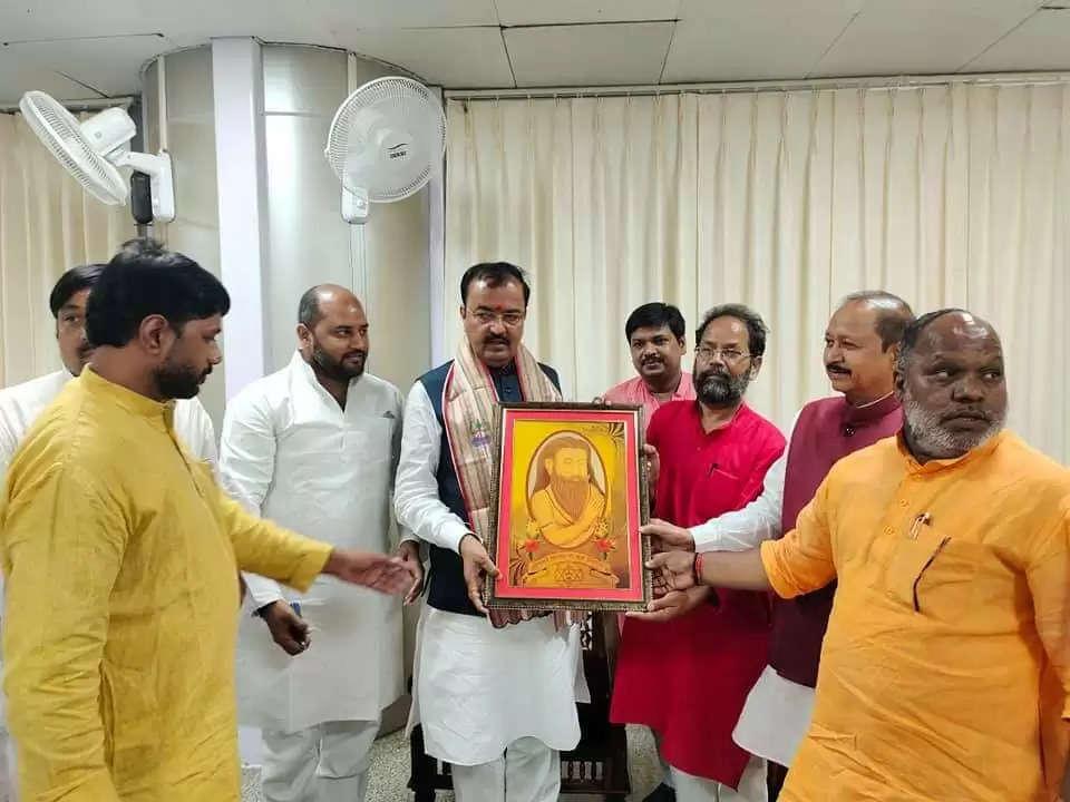 बाबतपुर एयरपोर्ट पर भाजपा नेताओं ने किया डिप्टी सीएम केशव प्रसाद मौर्या का स्वागत
