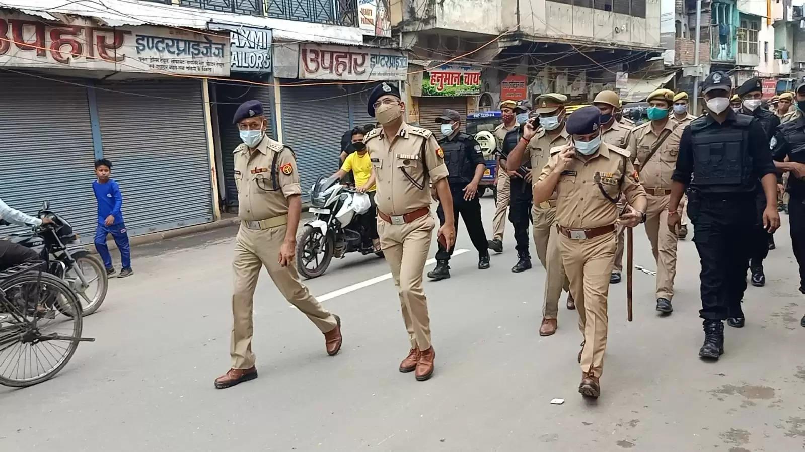 पुलिस कमिश्नर ने मातहतों संग मुस्लिम बाहुल क्षेत्रों में किया पैदल गश्त, लिया सुरक्षा व्यवस्था का जायजा