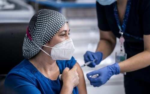 अमेरिका टीकाकरण के साथ कोविड के खिलाफ जीत सकता है युद्ध