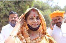जौनपुर : धनंजय सिंह की पत्नी श्रीकला रेड्डी ने लहराया जीत का परचम, प्रतिद्वंदी को 11293 मतों से हराया