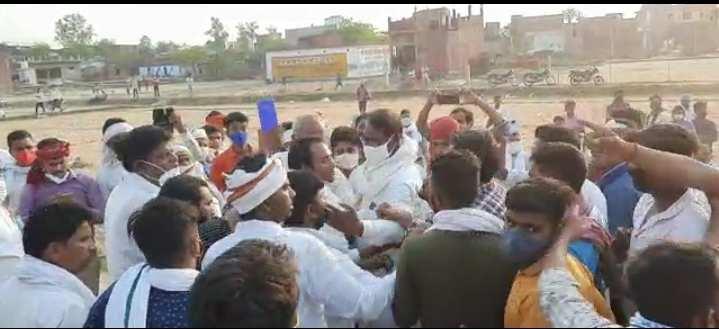 सकलडीहा ब्लॉक में जिला पंचायत की मतगणना में धांधली का आरोप, समर्थकों ने पूर्व सांसद के साथ की धक्का-मुक्की