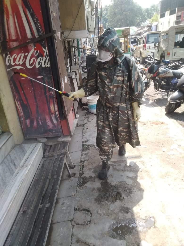 पक्के महाल के कई इलाकों में CRPF ने शुरू किया सैनिटाइजेशन अभियान