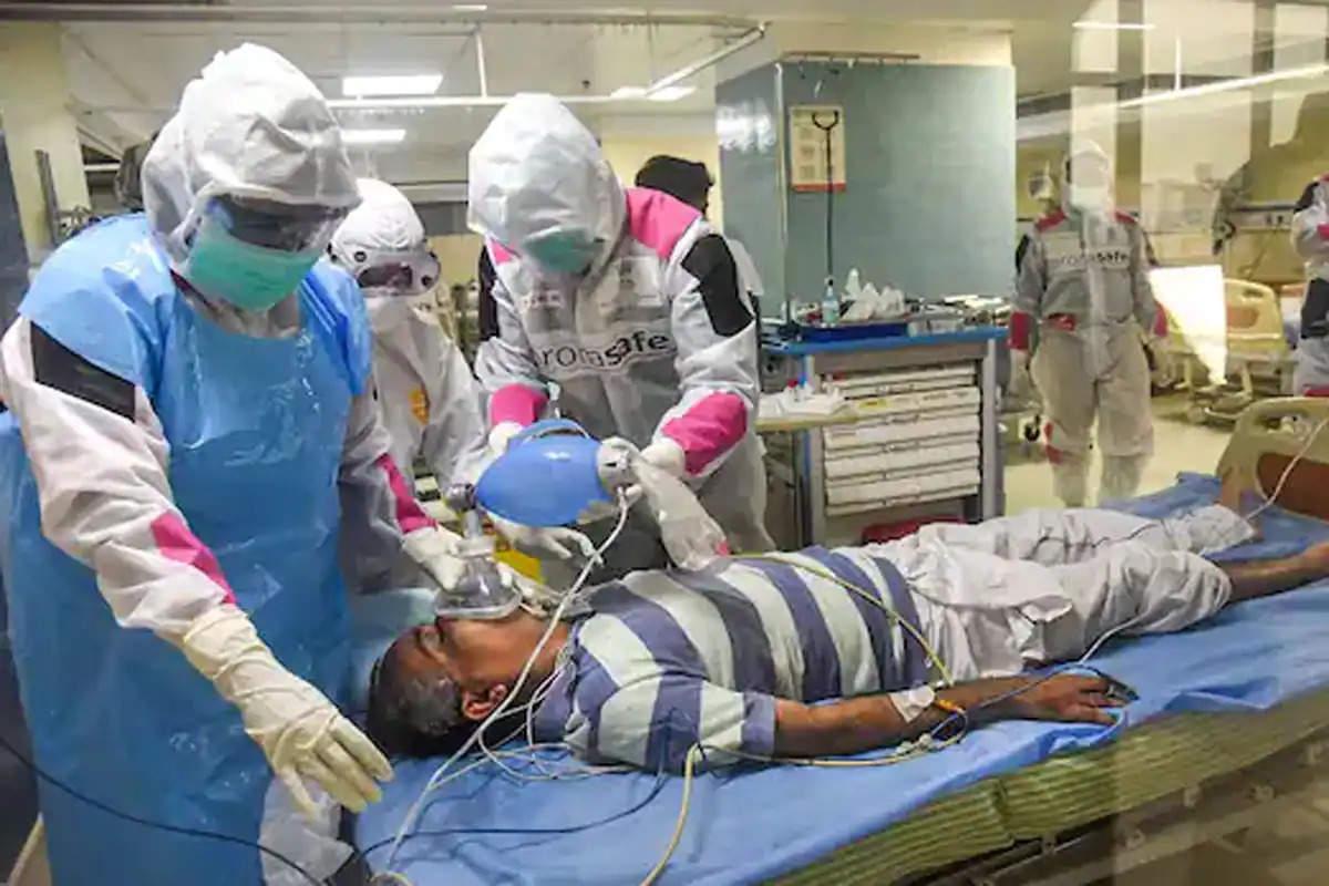 दिल्ली : कोरोना के बढ़ते मामलों के बीच बेबस हुए मरीज